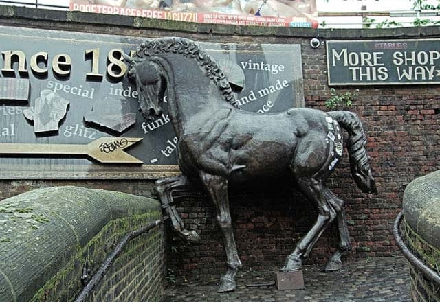Titel: A Horse Statue In Camden Lock Market - London Quelle: Jim Linwood auf flickr.com