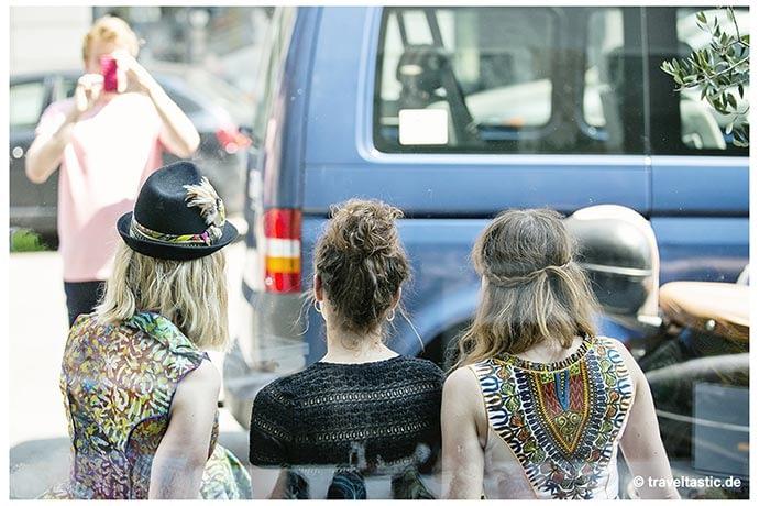 Title: NOH NEE - Dirndl a'l Africaine; Quelle: Traveltastic
